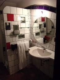 waschbecken im hundertwasser hotel rogner bad blumau bad