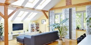 zimmer mit dachschräge einrichten raum blick magazin