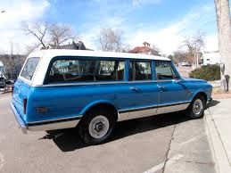 autoliterate 1972 Chevrolet Suburban three door