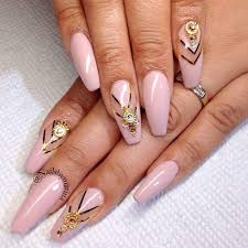 21 Chic Pink And Gold Nails Designs