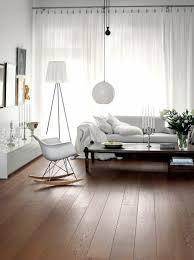 salon de cuisine banc blanc classique lit jaune moderne tapis motif géométrique