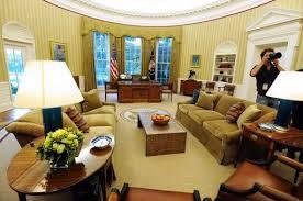 le de bureau blanche obama fait écorer le célèbre bureau ovale de la maison blanche