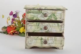 handmade schatulle aus holz wohnzimmer deko mini kommode decoupage zarte tulpen