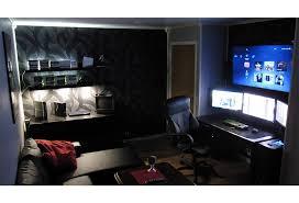 sur le bureau bureau gamer un arsenal gaming confortable et élégant