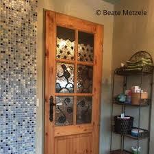 glasmosaik für eine badezimmertür fraumetzele