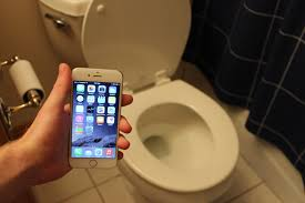 iPhone 6 Water Test in Toilet