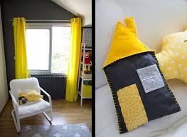 chambre jaune et gris la chambre de bébé est prête mon à sotte