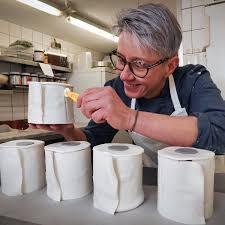 corona gelsenkirchener café verkauft klopapier als kuchen