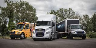 100 North American Trucking Innovate Daimler