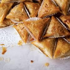 cuisine feuille de brick fried almond pastries samsa feuille de brick recipe saveur