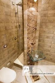 italien interior kleine badezimmer mit glas waschbecken