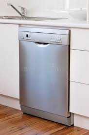 cuisine lave vaisselle appareil de lave vaisselle dans la cuisine image stock image du