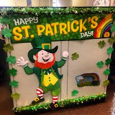 Christmas Cubicle Decorating Ideas by Holiday Cubicle Decor St Patricks Day Holiday Spirit