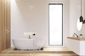 badezimmer mit weißen und hölzernen wänden und einem schmalen fenster über einer spüle hängt eine weiße wanne und ein runder spiegel 3d rendering