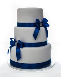 Wedding Cake With Satin BowsbrRent EUR70brRefundable Deposit