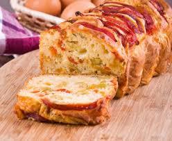 cuisiner les poivrons rouges cake aux olives vertes et poivrons rouges recette de cake aux