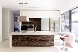 conception cuisine cuisine design luxe ilot de cuisine au design en himacs meuble de