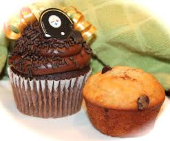 Cupcakes And Muffins Past Their Shape Portable Foodness They Have Less In Common Than One Might Think The Fast Simple Generic Answer Is