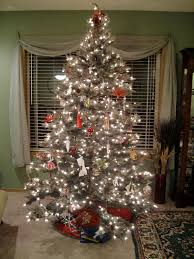 Marvelous Schemes Of Traditional Christmas Tree Decorating Ideas Showing Pine With Many White Lighting And