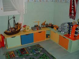 rangement chambres enfants rangement pour chambre enfant avec des caisses en bois pour