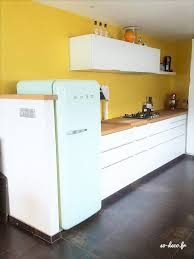 cuisine jaune et blanche avant après sur une cuisine et bien plus encore