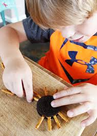 Rice Krispie Halloween Treats Spiders by Easy Sandwich Cookie Spiders