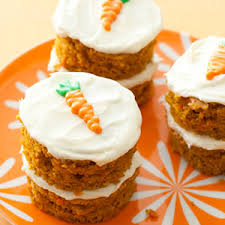 not the first to admit that when it es to dessert – I m not a fan of sharing and find a slice doesn t always cut it These mini carrot cakes allow