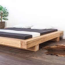 dieses balkenbett ist rustikal und aus der in der schweiz