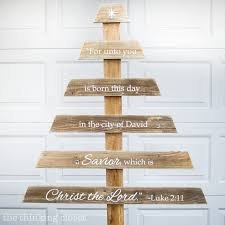 DIY Rustic Pallet Christmas Tree