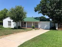 100 Westcliff Park Apartments 3140 Rd W Fort Worth TX 4 Bed 3 Bath Single