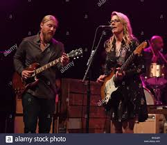 Boca Raton, Florida. 15th Jan, 2017. Derek Trucks And Susan Tedeschi ... Filederek Trucks And Susan Tedeschi 2jpg Wikipedia Tonight 28 June Bb King With Ronnie Slash Derek At Blufest Byron Bay March 24th Tedeschi Trucks Band Together After Marriage Youtube Band Real Hand Signed 8x10 Photo W B Editorial Stock Photo Keep Your Lamp Trimmed And Burning Jacksonvilles Donates 48000 Worth Of Steve Earle Benefit Show Welcomes Warren Haynes Perform Id Rather Go Madison Wisconsin Usa 5th Nov 2018 Derek Susan The Greek Theater