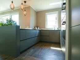 häcker küche grifflos in graphit mit dekton arbeitsplatte