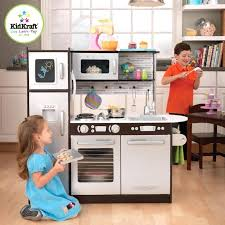 cuisine bois enfant kidkraft cuisine enfant amazon cuisine dinette enfant en bois uptown