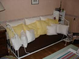 lit transformé en canapé lit ancien repeint et transformé en canapé meubles customisés