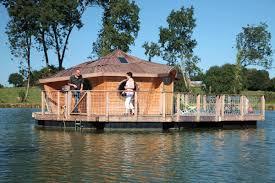 chalet sur l eau cabane flottante en vendée sur l eau