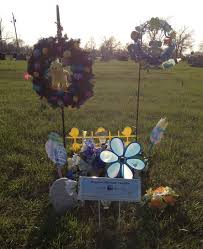 ideas for graveside decorations 15 best gravesite ideas images on cemetery decorations