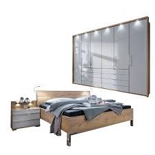 wiemann loft v i p schlafzimmerset mit futonbett mit holz kopfteil gleittürenschrank und nachtschränken in eiche bianco nachbildung glasfront weiß