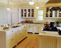 Traditional Antique White Kitchen Cabinets 01 Crown Point