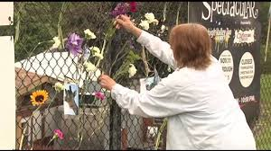 Where Does The Emmaus Halloween Parade Start by Mourners Deliver Flowers In Memory Of Ernie The Giraffe Wfmz