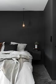schlafzimmer mit schwarzen wänden und bild kaufen