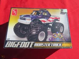 100 Bigfoot Monster Truck History Sealed AMT Model KitAMT 668125
