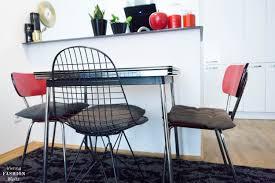 eames designklassiker fürs rote vintage esszimmer wohnideen
