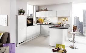 weiße küche mit theke und stein optik arbeitsplatte nolte