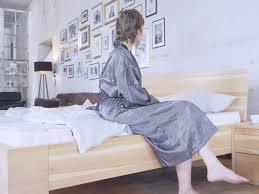 3 gute gründe für ein zirbenbett im schlafzimmer die køje