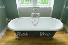 freistehende große badewanne stockfoto und mehr bilder altertümlich