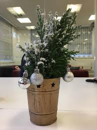 Funny Christmas Cubicle Decorating Ideas by 60 Fun Office Christmas Decorations To Spread The Festive Cheer