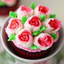 Cakes Decorated With Russian Tips by Rose Cupcakes With Russian Pastry Tips Mom Loves Baking