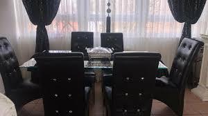 esszimmer mit stühle und kommode