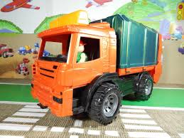 Мультфильм про мусоровоз. Videos For Kids With Garbage Truck Learn Colors With Pacman For Kids Garbage Trucks Funny Video Binkie Tv Numbers Truck Videos Youtube Children Cartoons With Thrifty Artsy Girl Take Out The Trash Diy Toddler Sized Wheeled Cute Video Truck Driver Surprises Kid A Toy In Sugar Cheap Pack Find Deals He Doesnt See Color Child Makes Adorable Bond Garbage Videos For Children Trucks Crush Stuff Cars Cstruction Learning Vehicles Amazoncouk Watch To School Bus