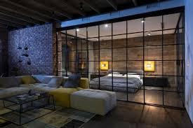 loft grauen moebeln glaswand wohnzimmer schlafzimmer